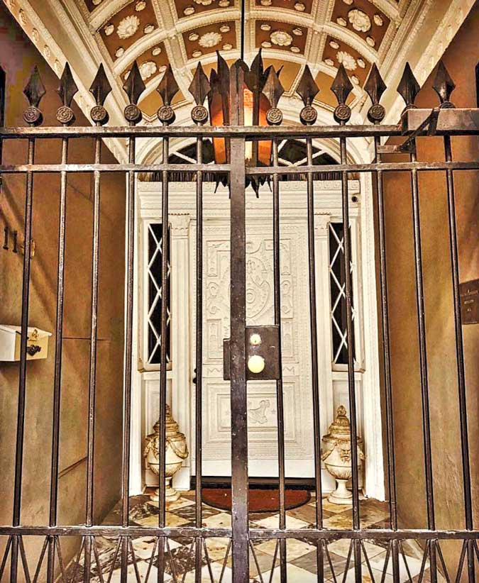 Lalaurie-Mansion-5-exterior-gate