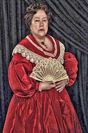 Kathy-Bates-as-Madame-Lalaurie-in-AHS
